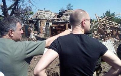 Яценюк посетил Славянск и Семеновку