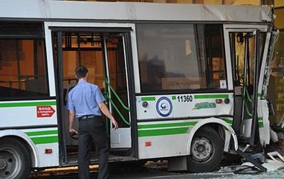 В Москве автобус въехал в торговый центр