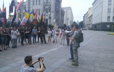 Правый сектор потребовал у Порошенко вооружить добровольческие батальоны