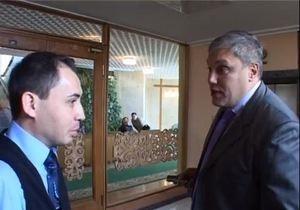 В здании парламента Крыма регионал обматерил журналиста