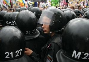 Митингующие прорывают кордоны милиции на Крещатике. На Майдане собираются сторонники оппозиции
