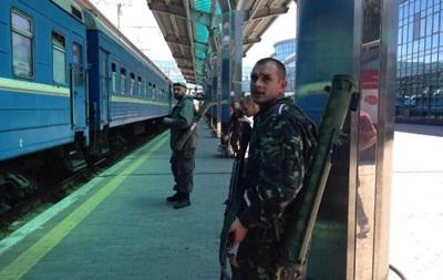В Донецке вокзал принимает и отправляет поезда под обстрелом