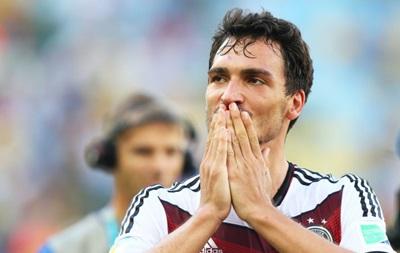 Sport.es: Борусия Д согласилась продать своего защитника в Манчестер Юнайтед
