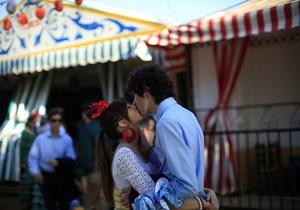 Психологи: Фотографии с супругом в социальной сети укрепляют брак