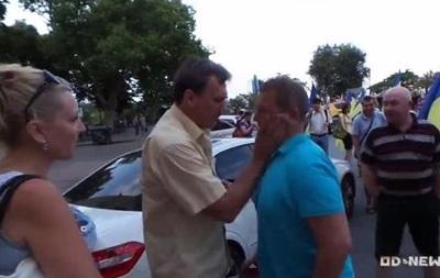 В Одессе набросились на водителя, повязавшего георгиевскую ленточку