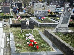 В Луганской области подростки повредили более 20 надгробий