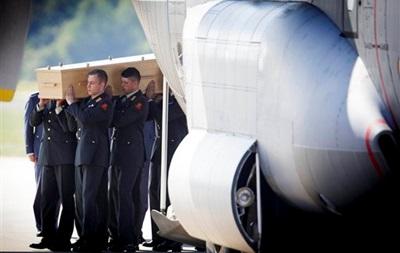 В Голландию отправят два самолета с телами пассажиров Боинга