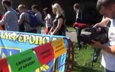 В Киеве посольство России пикетируют в поддержку Надежды Савченко