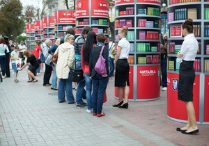 За два дня киевляне сдали в Мобильную библиотеку две тысячи книг