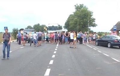 На Закарпатье родственники призывников продолжают блокировать трассу