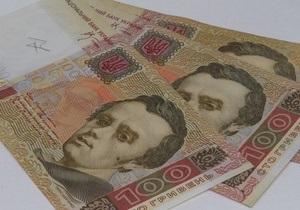 DW: Украина пытается удержать гривну в тисках