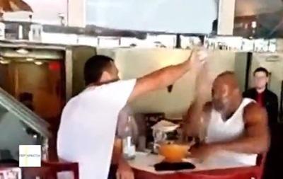 Кличко  остудил  Бриггса в ресторане