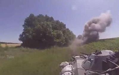 Глазами очевидца: украинский БТР подорвался на мине