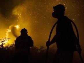Пожар на иловых полях в Бортничах все еще не потушен