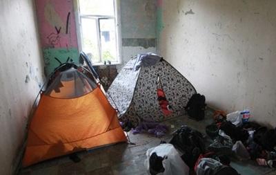 Волонтеры подготовили для переселенцев заброшенный дом в центре Харькова