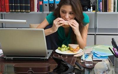 Каждый шестой офисный сотрудник в Украине работает без перерыва на обед - опрос