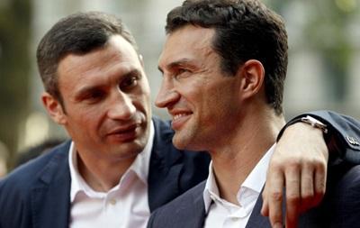 Братья Кличко закупили аптечки для солдат на 200 тысяч долларов