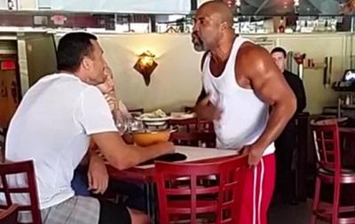 Видео стычки Кличко и Бриггса в ресторане США стало хитом интернета