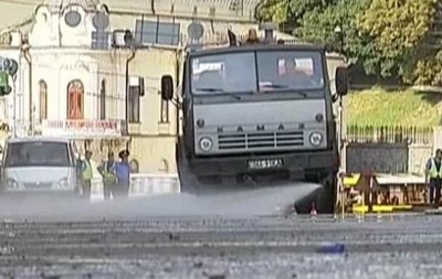 На Майдане освободили проезжую часть