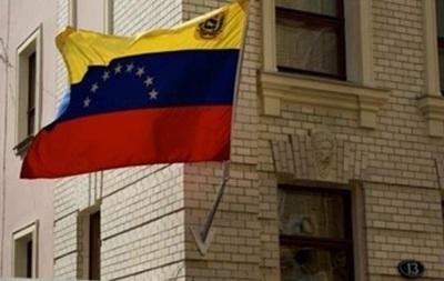 Венесуэла решила закрывать по ночам границу с Колумбией