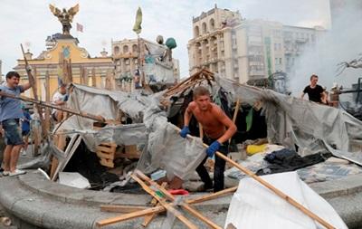Итоги 9 августа: уборка на Майдане, наступление на Донбассе и согласие Киева на гуманитарную миссию