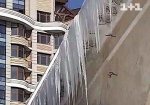 В Киеве два человека пострадали в результате падения сосулек
