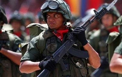 Венесуэла сосредоточила 17 тысяч военных на границе с Колумбией