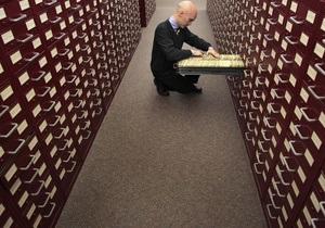 Янукович подписал закон, запрещающий изымать архивы до 1946 года