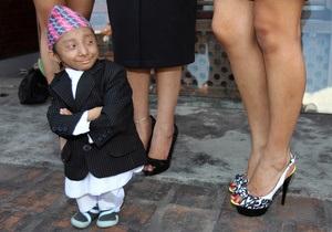 Фотогалерея: Мальчик-с-пальчик. Крошечный непалец признан самым маленьким человеком в мире