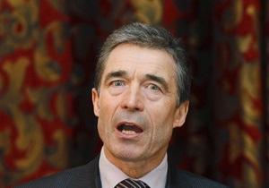 Генсек НАТО сломал руку и отложил визит в страны Прибалтики
