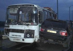 В Днепропетровске внедорожник BMW протаранил автобус