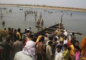 Число жертв крушения лодки на Ганге достигло 47 человек