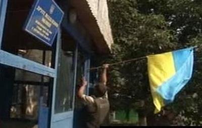 На здании горотдела милиции в Луганске установили флаг Украины - соцсети