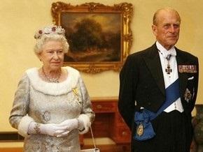 Финансовый кризис лишил Елизавету II новых платьев