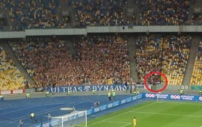 Ультрас Динамо сожгли флаг России на матче Премьер-лиги (фото, видео)