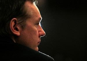 Адвокат Ассанжа: Британская полиция предложила основателю WikiLeaks встретиться для беседы
