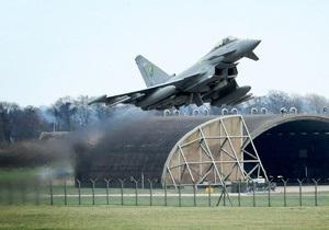 СМИ: Расмуссен признал, что НАТО не хватает самолетов для проведения операции в Ливии