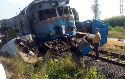В Хмельницкой области столкнулись пассажирский поезд и грузовик, есть жертвы