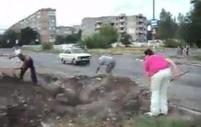 Жители Макеевки прогоняют сепаратистов и зарывают окопы - соцсети