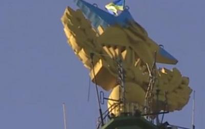 Спустя три часа украинский флаг сняли со шпиля высотки в Москве