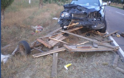 В Херсонской области Volvo столкнулось с повозкой, есть жертвы