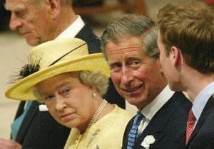 Елизавета II требует не публиковать снимки британской королевской семьи, сделанные папарацци
