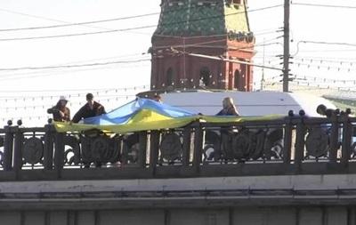 Пять человек задержаны в центре Москвы при попытке развернуть флаг Украины