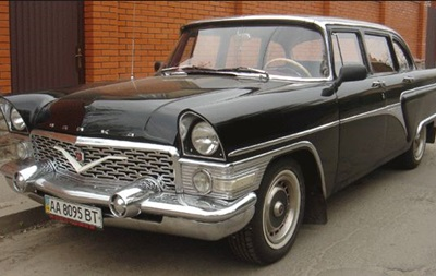 В Днепропетровске распродают служебные автомобили чиновников