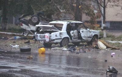 В Сумской области взорвали два автомобиля и обстреляли военкомат
