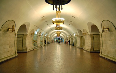 У Києві через повідомлення про мінування годину не працювала станція метро Площа Льва Толстого