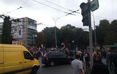 Колонна митингующих частично перекрыла движение на Крещатике