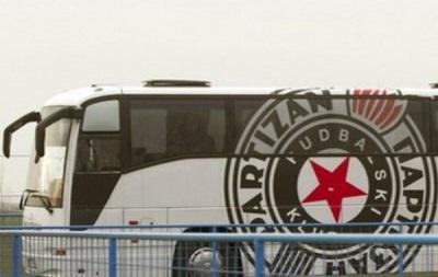 Фанаты в Баку забросали автобус с футболистами Партизана