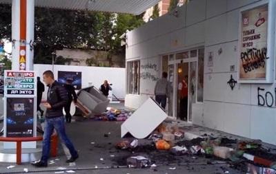 Бойкот российских АЗС . В Киеве неизвестные разгромили заправку