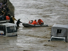 Наводнение в Турции: три украинца оказались в затопленных грузовиках